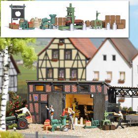 Busch 1178 H0 Sappen makerij met diverse accessoires